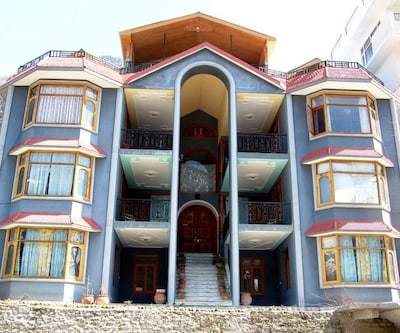 Abrol Hotel & Cottages,Manali